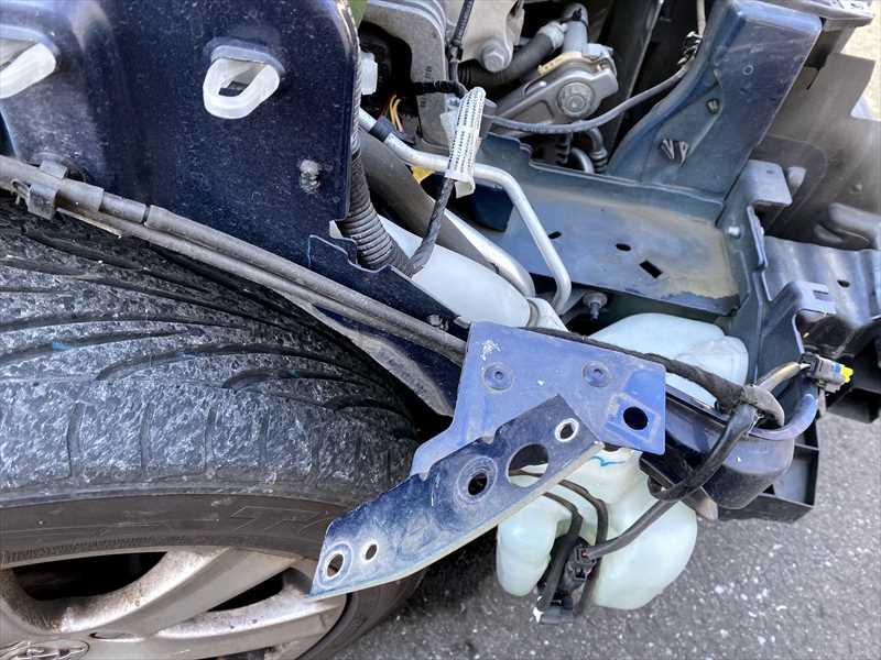 フェンダーブラケットの損傷